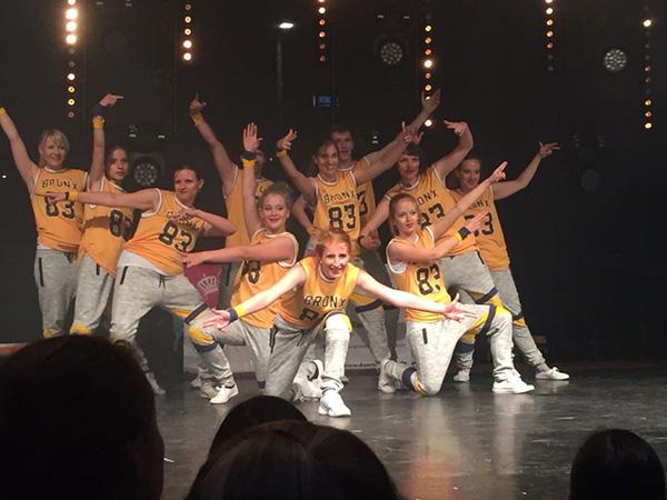 Tanzauftritt Tanzgruppe Empire of Outcast der Hip Hop Show auf der Bühne des Dresdner Stadtfestes