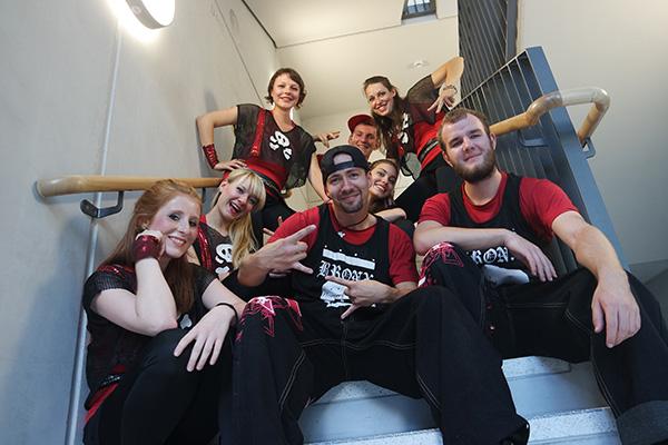 Gruppenfoto Tanzverein Empire of Outcast in Rocking Empire Kostümen