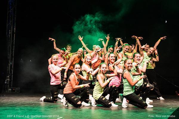 Stadtfest Dresden, Auftritt der Old to New Show, Abschlusspose