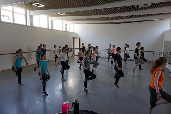 Tanztraining während des Trainingslagers