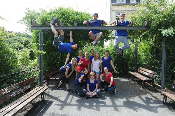 Gruppenfoto, Tanzmitglieder des Empire of Outcast, Tanztraining outside