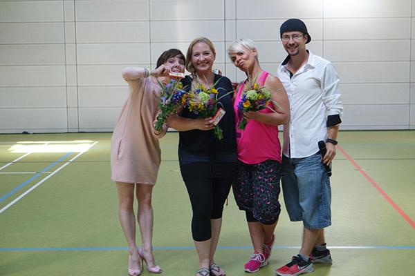 Juroren des Tanzfestivals zusammen mit Trainerin Stephanie und Peter