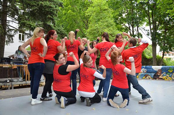 Gruppenfoto von Tanzverein Empire of Outcast auf dem the royal knights Festival