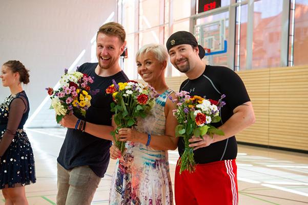 Drei Jurymitglieder mit Blumen, Tanzfestival the royal knights Dresden