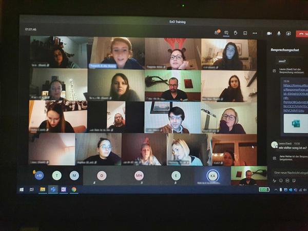 Screenshot beim Videocall - Gesichter verschiedener Vereinsmitglieder